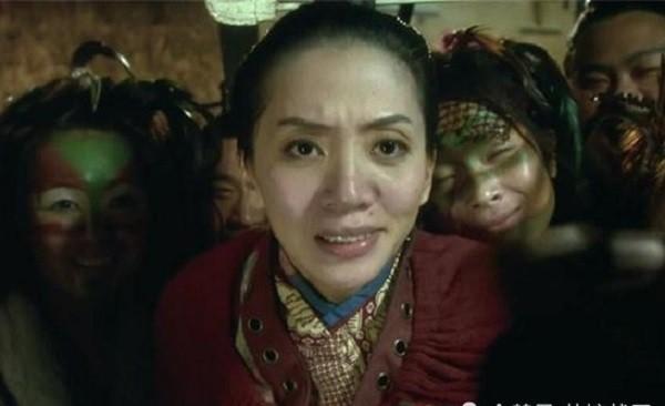 Vừa già lại xấu, người phụ nữ mang tiếng ế chỏng chơ liền tức mình tới kiếm hẳn đế vương để chọn làm chồng! - Ảnh 1.