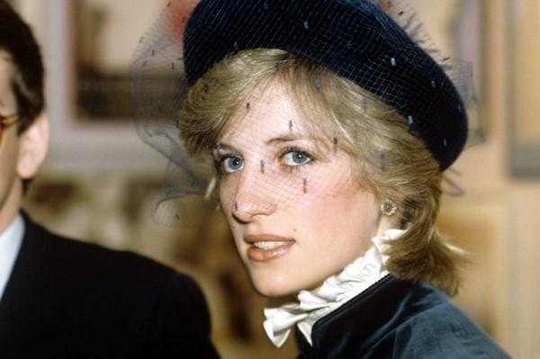 Giờ mới có lời giải cho câu hỏi tại sao Công nương Diana sau 11 năm mới chịu ly hôn dù biết chồng ngoại tình ngay ở kì trăng mật - Ảnh 1.