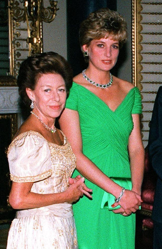 Không phải bà Camilla, đây mới chính là thành viên Hoàng gia chán ghét Công nương Diana ra mặt, đến dự lễ tang cháu dâu cũng không thèm cúi đầu - Ảnh 1.