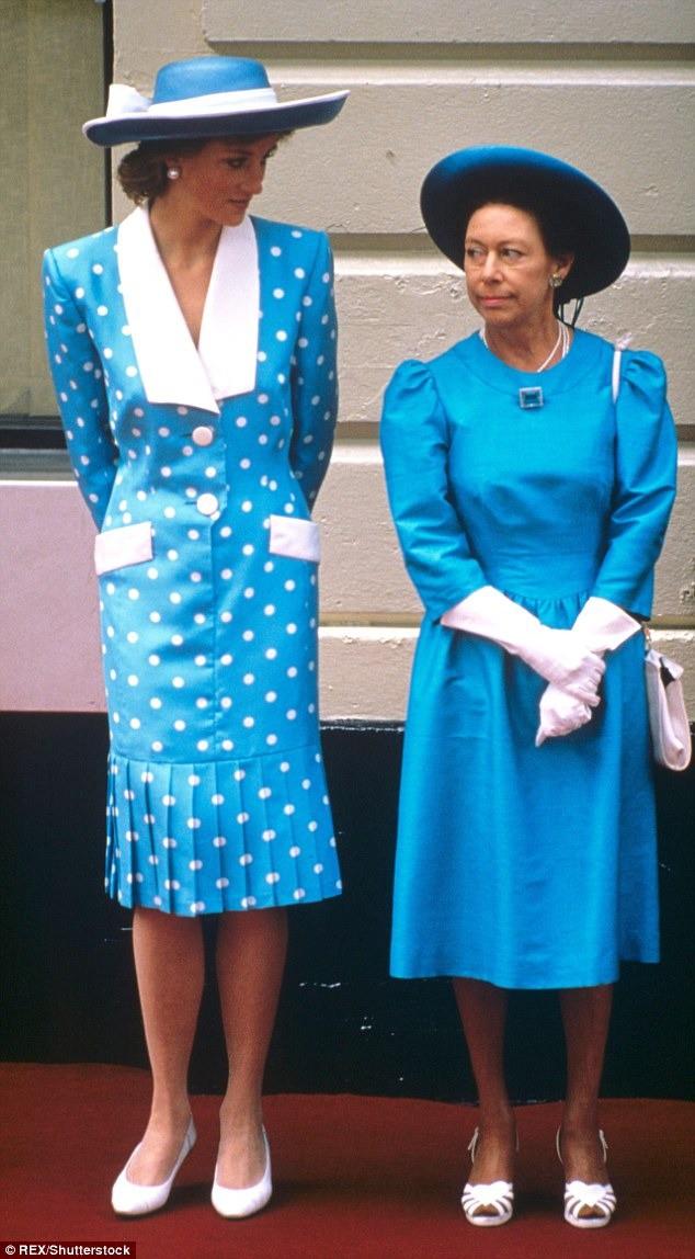 Không phải bà Camilla, đây mới chính là thành viên Hoàng gia chán ghét Công nương Diana ra mặt, đến dự lễ tang cháu dâu cũng không thèm cúi đầu - Ảnh 3.