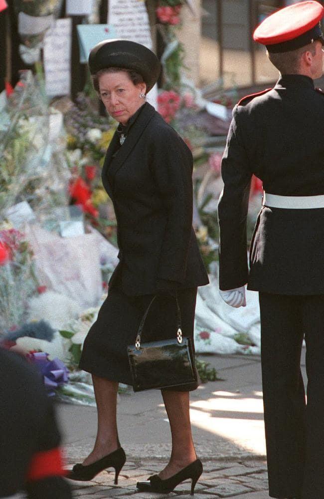 Không phải bà Camilla, đây mới chính là thành viên Hoàng gia chán ghét Công nương Diana ra mặt, đến dự lễ tang cháu dâu cũng không thèm cúi đầu - Ảnh 4.