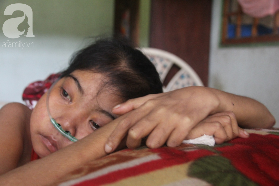 Phép màu đến với cô gái trẻ 12 năm ngủ ngồi, chỉ mong chết đi vì không muốn bố mẹ mượn nợ để em chữa bệnh - Ảnh 7.