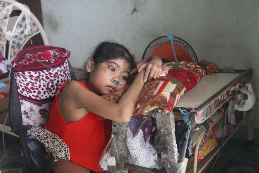 Phép màu đến với cô gái trẻ 12 năm ngủ ngồi, chỉ mong chết đi vì không muốn bố mẹ mượn nợ để em chữa bệnh - Ảnh 2.