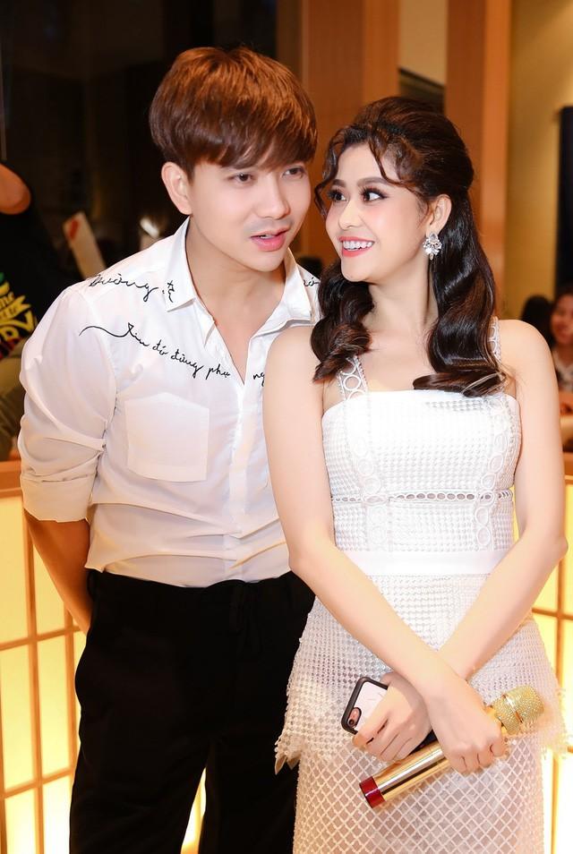 Lộ hình ảnh Tim và Trương Quỳnh Anh cùng nhau bí mật đưa con đi chơi dù đã ly hôn nhau - Ảnh 2.