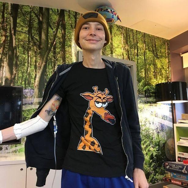 Chàng trai người Anh được chẩn đoán mắc bệnh ung thư thông qua triệu chứng mà rất nhiều người gặp phải - Ảnh 2.