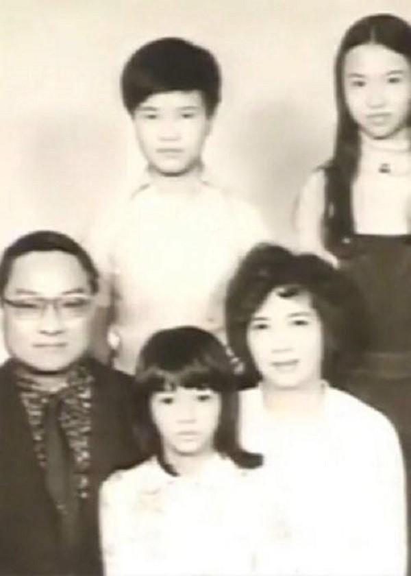 Nhìn hai người vợ của nhà văn Kim Dung đi, thất bại của cơm và sự lên ngôi của phở là bài học giá trị cho chị em đấy! - Ảnh 1.