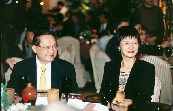Nhìn hai người vợ của nhà văn Kim Dung đi, thất bại của cơm và sự lên ngôi của phở là bài học giá trị cho chị em đấy! - Ảnh 3.