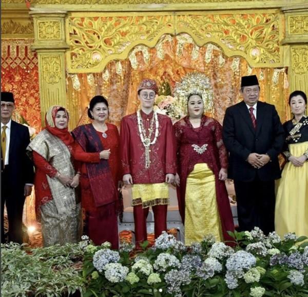 Chuyện tình cặp đôi đũa lệch bị cả thế giới quay lưng nhưng ngày cưới lại được cả Tổng thống đến dự - Ảnh 7.