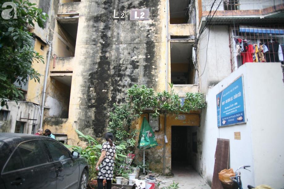 Mục sở thị chung cư ghê rợn nhất Thủ đô trước ngày biến mất - Ảnh 1.
