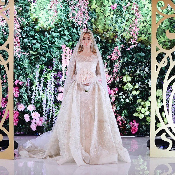 Đám cưới xa hoa bậc nhất của ông trùm dầu khí với cháu nhà tài phiệt Nga, chỉ dàn vali LV, Versace của hồi môn kéo theo đã 7 tỷ - Ảnh 1.