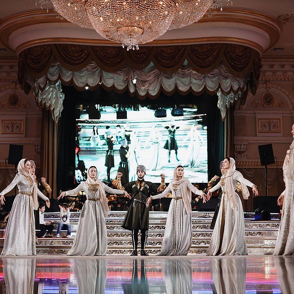 Đám cưới xa hoa bậc nhất của ông trùm dầu khí với cháu nhà tài phiệt Nga, chỉ dàn vali LV, Versace của hồi môn kéo theo đã 7 tỷ - Ảnh 7.