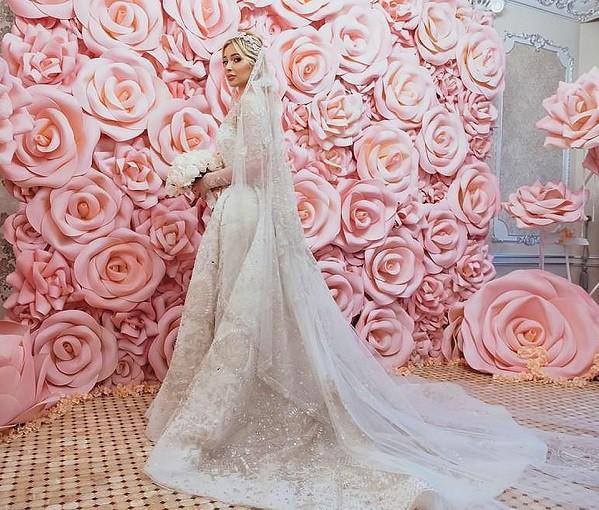 Đám cưới xa hoa bậc nhất của ông trùm dầu khí với cháu nhà tài phiệt Nga, chỉ dàn vali LV, Versace của hồi môn kéo theo đã 7 tỷ - Ảnh 5.