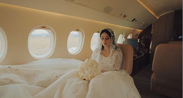 Đám cưới xa hoa bậc nhất của ông trùm dầu khí với cháu nhà tài phiệt Nga, chỉ dàn vali LV, Versace của hồi môn kéo theo đã 7 tỷ - Ảnh 9.