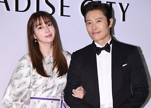 Lee Min Jung vừa úp mở kể chuyện hôn nhân, dư luận  không ngại nhạo báng gọi tên scandal ngoại tình chấn động của Lee Byung Hun - Ảnh 2.