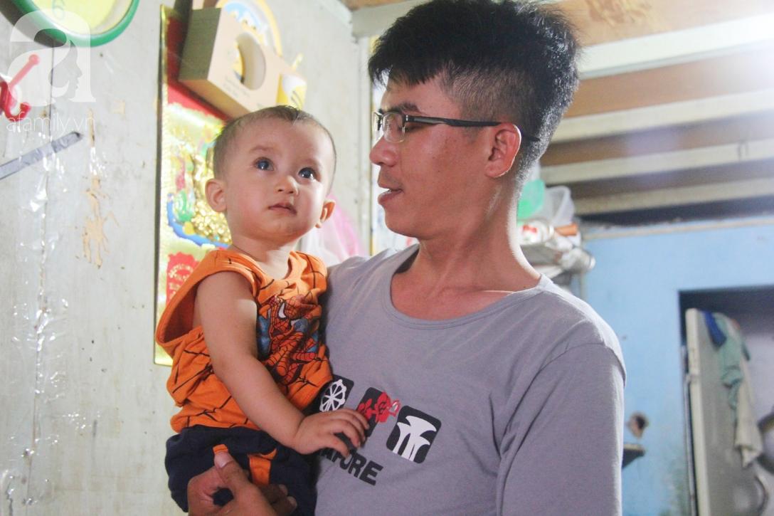 Điều kỳ diệu đến với Gia Anh, bé trai 14 tháng tuổi có đôi mắt màu xanh đi tìm ánh sáng - Ảnh 10.