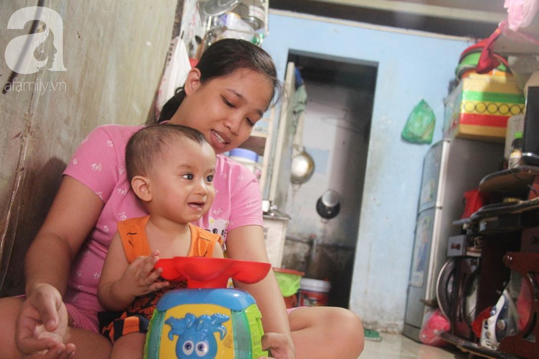 Điều kỳ diệu đến với Gia Anh, bé trai 14 tháng tuổi có đôi mắt màu xanh đi tìm ánh sáng - Ảnh 3.