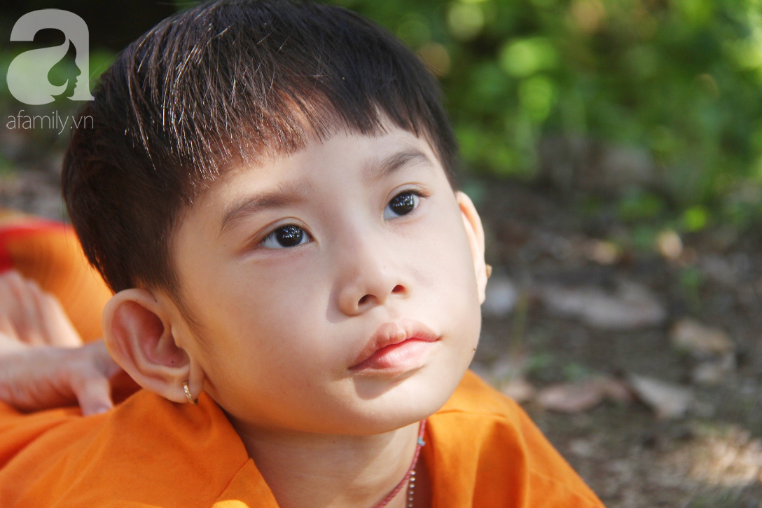Bố bỏ từ trong bụng mẹ, bé gái 5 tuổi bại não sống cùng người mẹ tật nguyền cầu xin một lần được chữa bệnh - Ảnh 14.