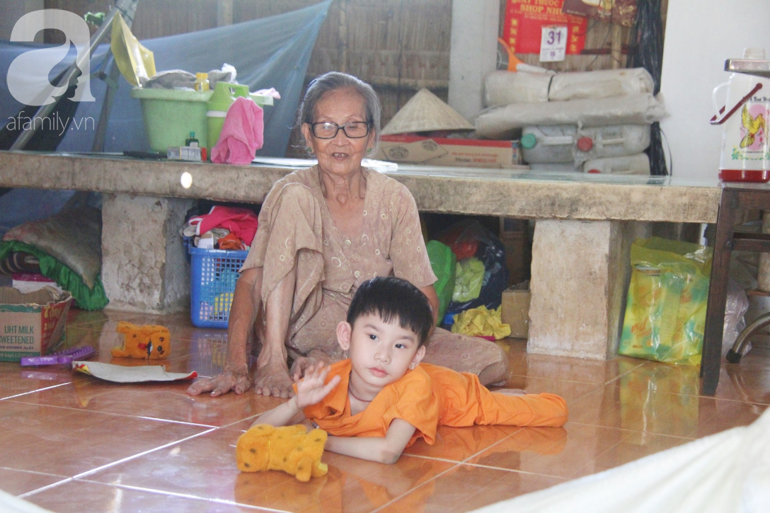 Bố bỏ từ trong bụng mẹ, bé gái 5 tuổi bại não sống cùng người mẹ tật nguyền cầu xin một lần được chữa bệnh - Ảnh 18.
