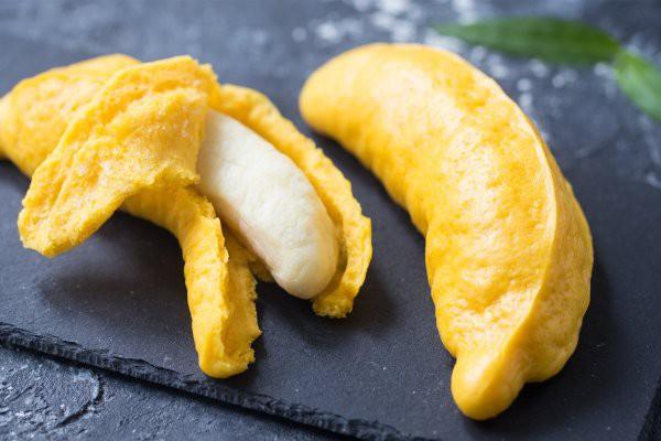 Mẹ khéo tay làm trái chuối như thật từ bí ngô, bé nhìn thấy chắc chắn thích mê - Ảnh 5.