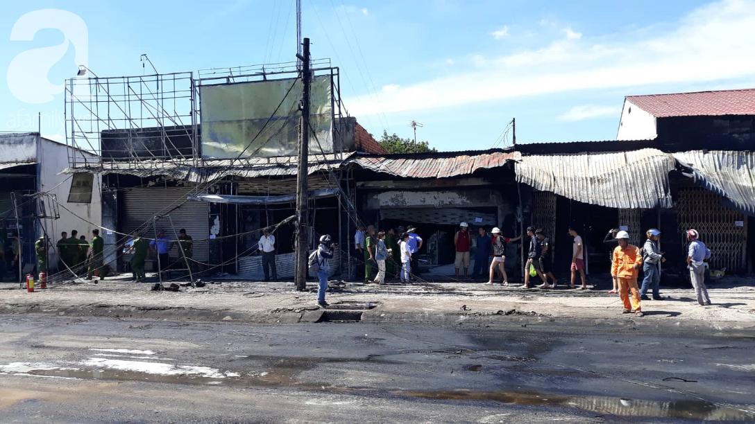 Nghẹn lòng cảnh chồng đưa thi thể vợ và 2 con nhỏ về quê sau vụ cháy xe bồn chở xăng ở Bình Phước - Ảnh 11.