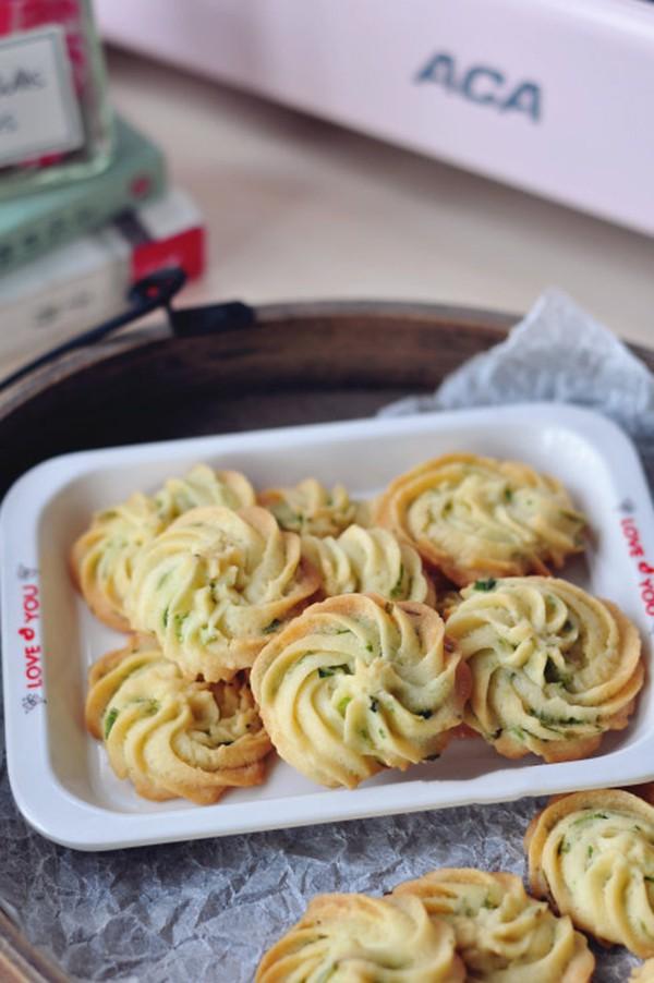 Ngày nghỉ tranh thủ làm bánh quy hành cho bé ăn vặt tăng đề kháng mùa lạnh sắp tới - Ảnh 6.