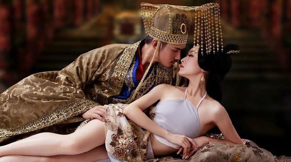 Vợ nào có chồng đang nguội lạnh chuyện yêu hãy áp dụng ngay những tuyệt chiêu của những bậc thầy Đế vương này - Ảnh 1.