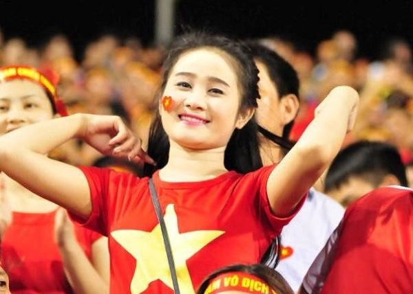 Không ngờ chàng tiền đạo Tiến Linh ghi bàn thắng đầu tiên cho Việt Nam hôm nay lại ngôn tình với bạn gái thế này - Ảnh 3.