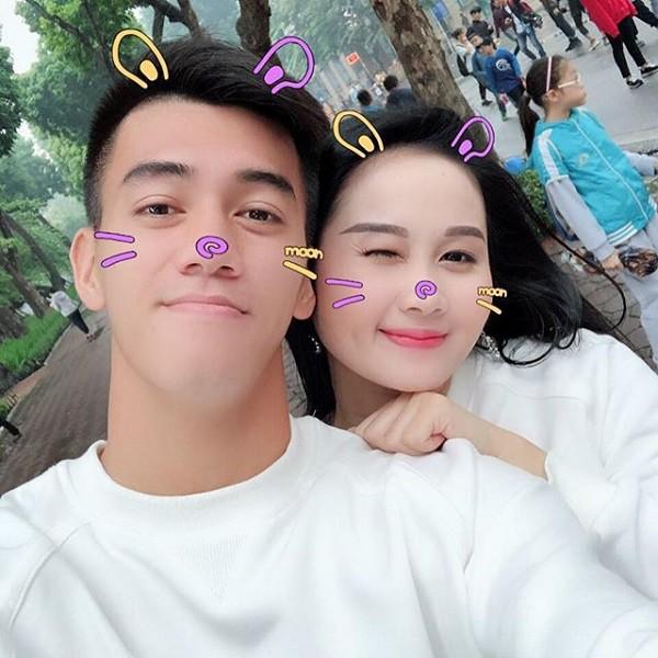 Không ngờ chàng tiền đạo Tiến Linh ghi bàn thắng đầu tiên cho Việt Nam hôm nay lại ngôn tình với bạn gái thế này - Ảnh 6.