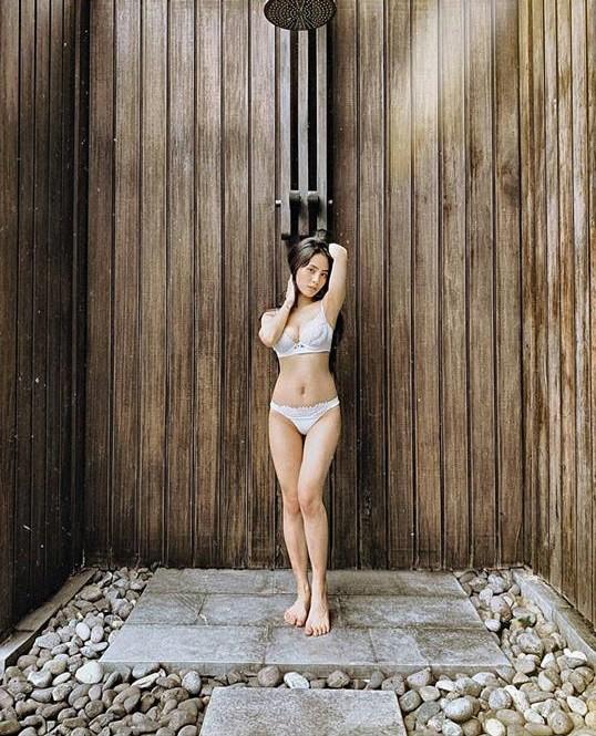Xem ảnh bikini của Kiều Anh, gái một con trông mòn con mắt là có thật - Ảnh 2.