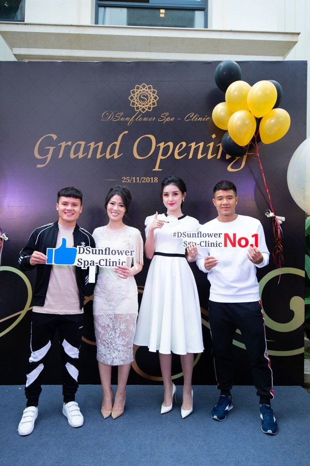 Dương Thùy Linh đẹp lộng lẫy làm MC khai trương Sunflower Spa – Clinic - Ảnh 3.