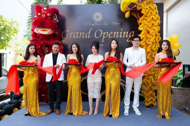 Dương Thùy Linh đẹp lộng lẫy làm MC khai trương Sunflower Spa – Clinic - Ảnh 4.