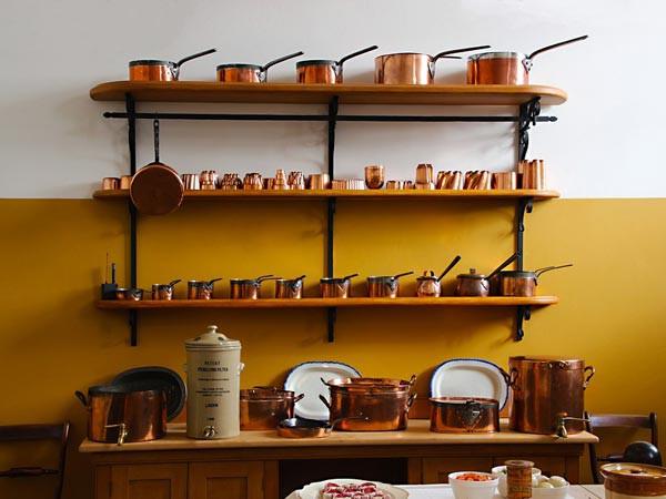 Sử dụng đồ dùng bằng kim loại để đựng đồ ăn đem lại cho bạn những lợi ích gì? - Ảnh 1.