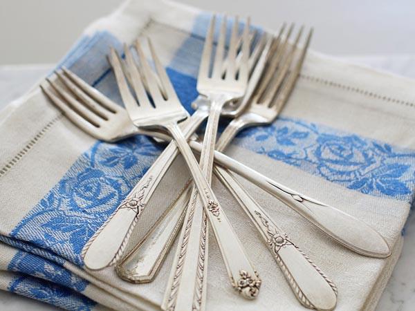Sử dụng đồ dùng bằng kim loại để đựng đồ ăn đem lại cho bạn những lợi ích gì? - Ảnh 3.