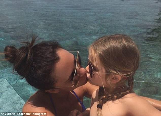 Nụ hôn môi của David Beckham với con gái làm cả cư dân mạng lẫn các sao tranh cãi nảy lửa - Ảnh 12.