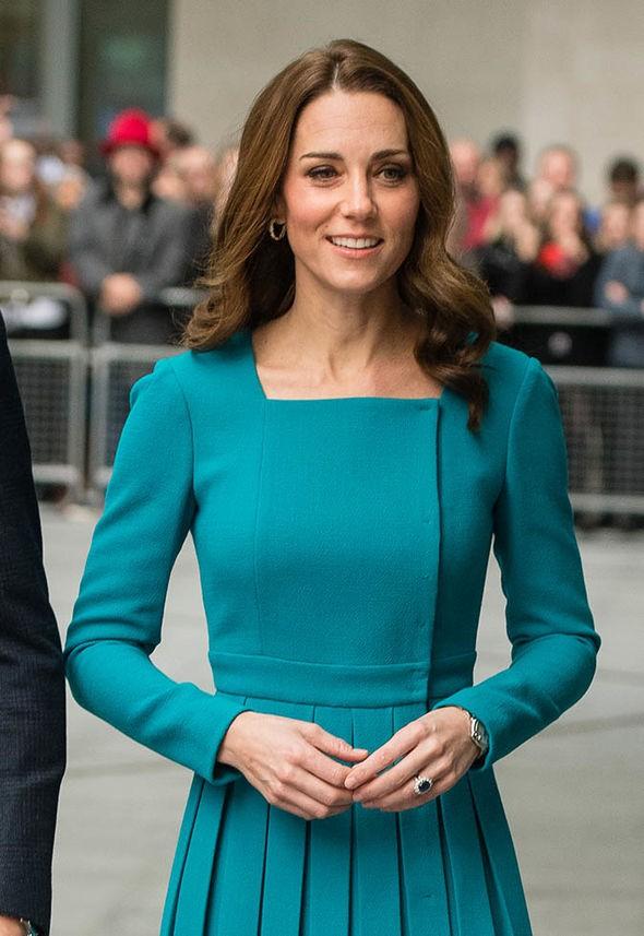 Công nương Kate bất ngờ bị người hâm mộ bôi nhọ, chỉ trích là giả tạo, chưa đủ trình với em dâu Meghan - Ảnh 1.