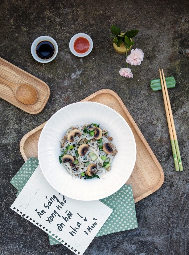 Bữa sáng cân bằng cho bé với những gợi ý hữu ích từ gia đình sao Việt - Ảnh 2.