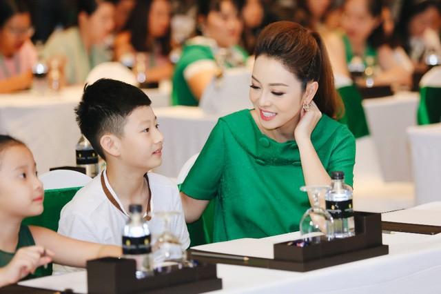 Bữa sáng cân bằng cho bé với những gợi ý hữu ích từ gia đình sao Việt - Ảnh 3.