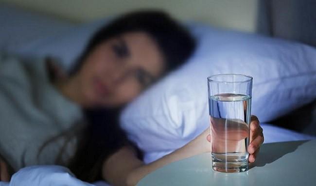 5 nguyên nhân tiềm ẩn gây ra tình trạng tiểu đêm mà nhiều người không hề hay biết - Ảnh 3.