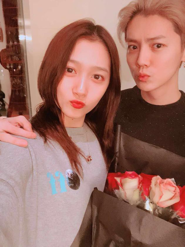 Kế hoạch kết hôn của Luhan với bạn gái Quan Hiểu Đồng sau 1 năm hẹn hò bị rò rỉ - Ảnh 2.