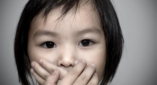 Bé gái bị cha dượng bạo hành tới chết vì nói dối - tầm quan trọng của việc kiểm soát cảm xúc khi dạy con - Ảnh 3.