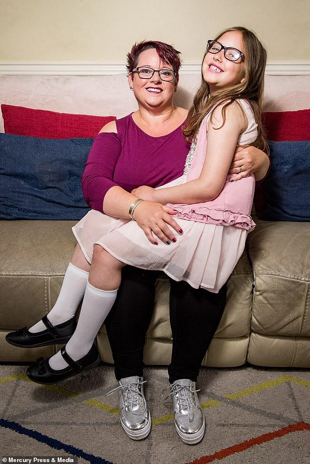 Bà mẹ cho con bú sữa mẹ đến tận năm 9 tuổi, người khuyến khích, kẻ cáo buộc đó là hành vi ấu dâm - Ảnh 4.