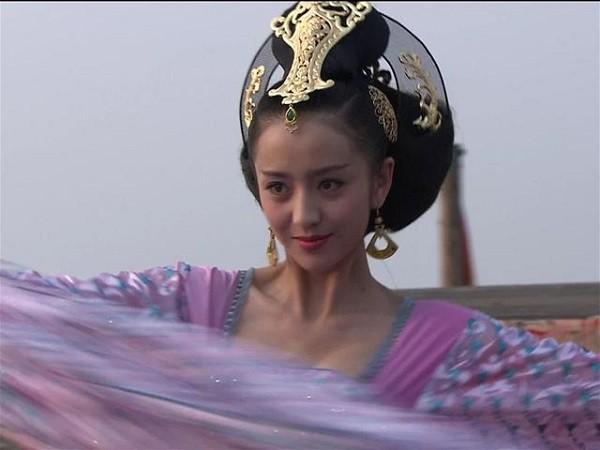 Học lỏm bí kíp phòng the của Hoàng hậu kỹ nữ khiến vua điên đảo, mê mệt - Ảnh 1.