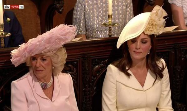 Những khoảnh khắc kém duyên, thiếu tinh tế bị ném đá của thành viên Hoàng gia Anh cho thấy làm Hoàng tử, Công chúa còn khổ hơn cả thường dân - Ảnh 13.
