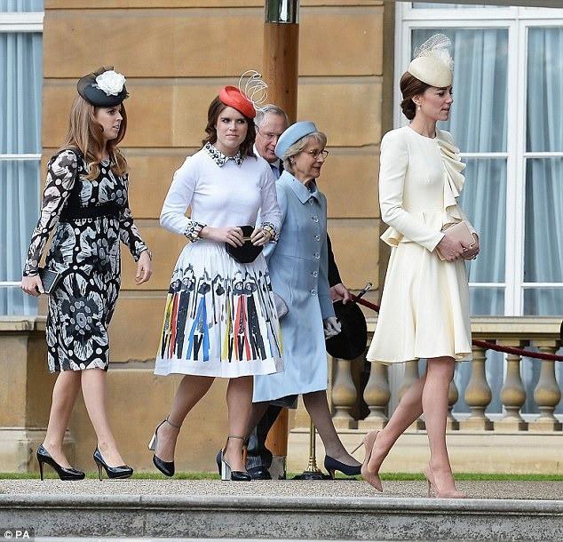 Những khoảnh khắc kém duyên, thiếu tinh tế bị ném đá của thành viên Hoàng gia Anh cho thấy làm Hoàng tử, Công chúa còn khổ hơn cả thường dân - Ảnh 4.