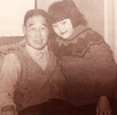 Tiết lộ hình ảnh cũ của gia đình Phạm Băng Băng, cư dân mạng khen ngợi: Nhan sắc nổi trội 3 đời - Ảnh 4.