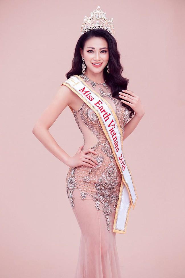 Hoa hậu Trái đất Phương Khánh bật khóc, xúc động phủ nhận tin đồn vô ơn, mua giải  - Ảnh 1.