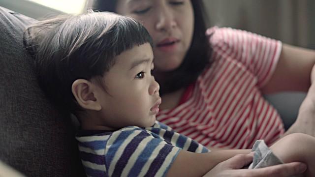 Dắt túi ngay những mẹo giúp bé tắt tivi, ipad dễ dàng mà không có cơn ăn vạ nào xảy ra - Ảnh 3.