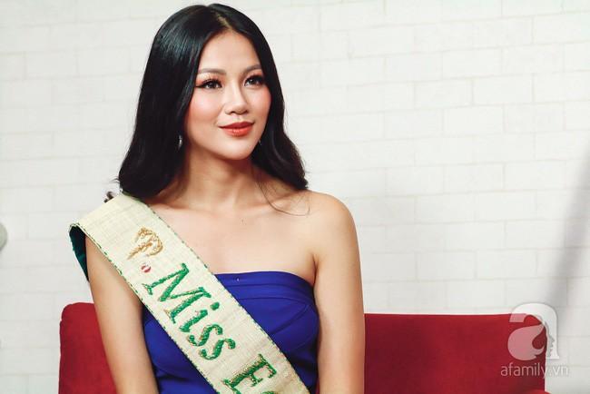 Hoa hậu Trái đất Phương Khánh bật khóc, xúc động phủ nhận tin đồn vô ơn, mua giải  - Ảnh 3.