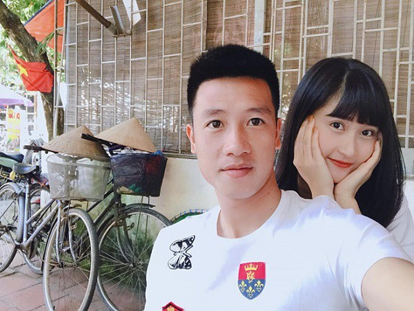 Lộ diện bạn gái cầu thủ Huy Hùng, người mở tỉ số cho Việt Nam hôm nay và câu chuyện tình 3 năm đẹp như - Ảnh 1.