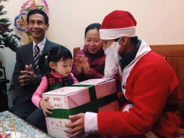 """Có nên thuê """"dịch vụ ông già Noel """" tặng quà cho con trẻ? - Ảnh 3."""